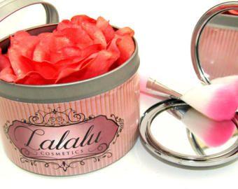 make up blush shimmer deep red rose in loves