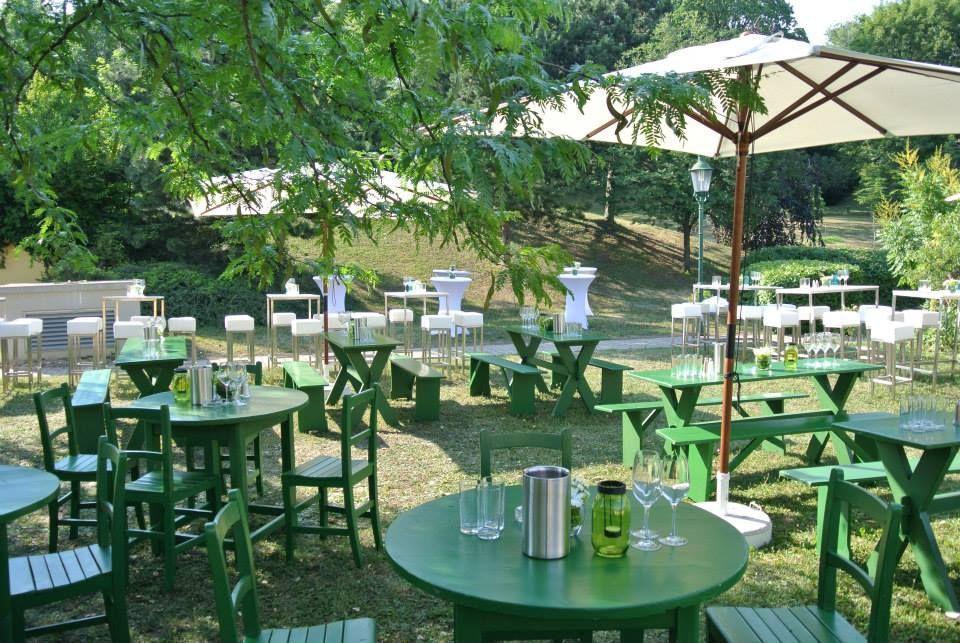 Heurigengarnitur Grinzing BBQ Sommerfest In Der Parkanlage Sektkellerei Schlumberger Location