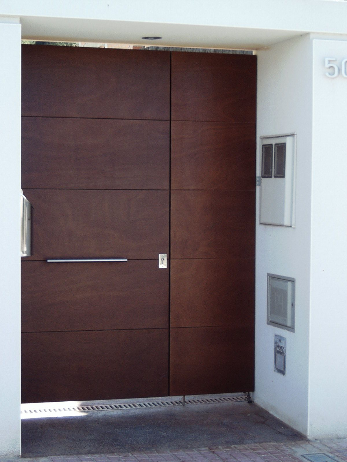 Acero corten oxidado grupo inoxmetal construcciones for Puertas de madera modernas para exterior
