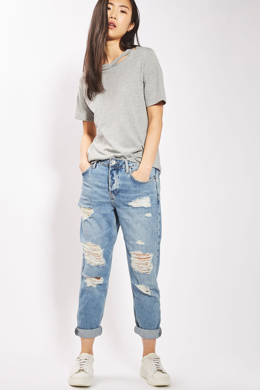 L2017 http://www.topshop.com/en/tsuk/product/clothing-427/jeans-446/moto-super-ripped-hayden-boyfriend-jeans-6309170?bi=200
