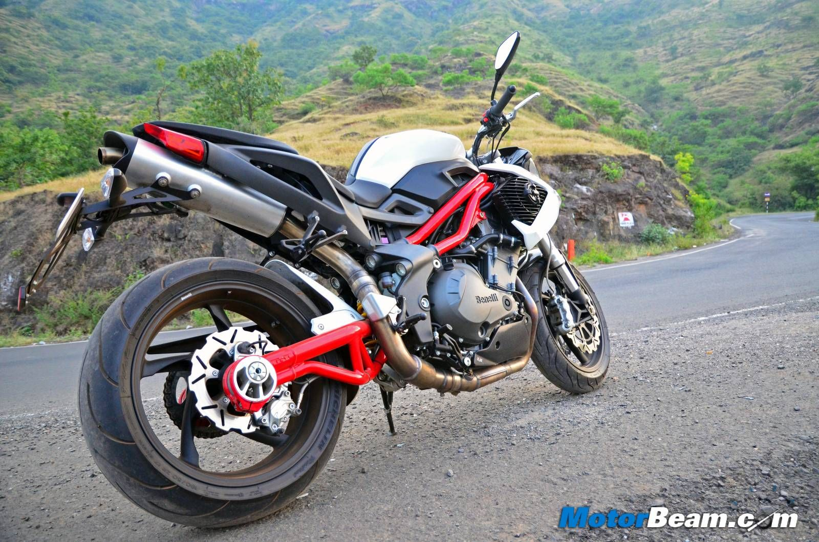 Benelli-TNT-899-Test-Ride-Review