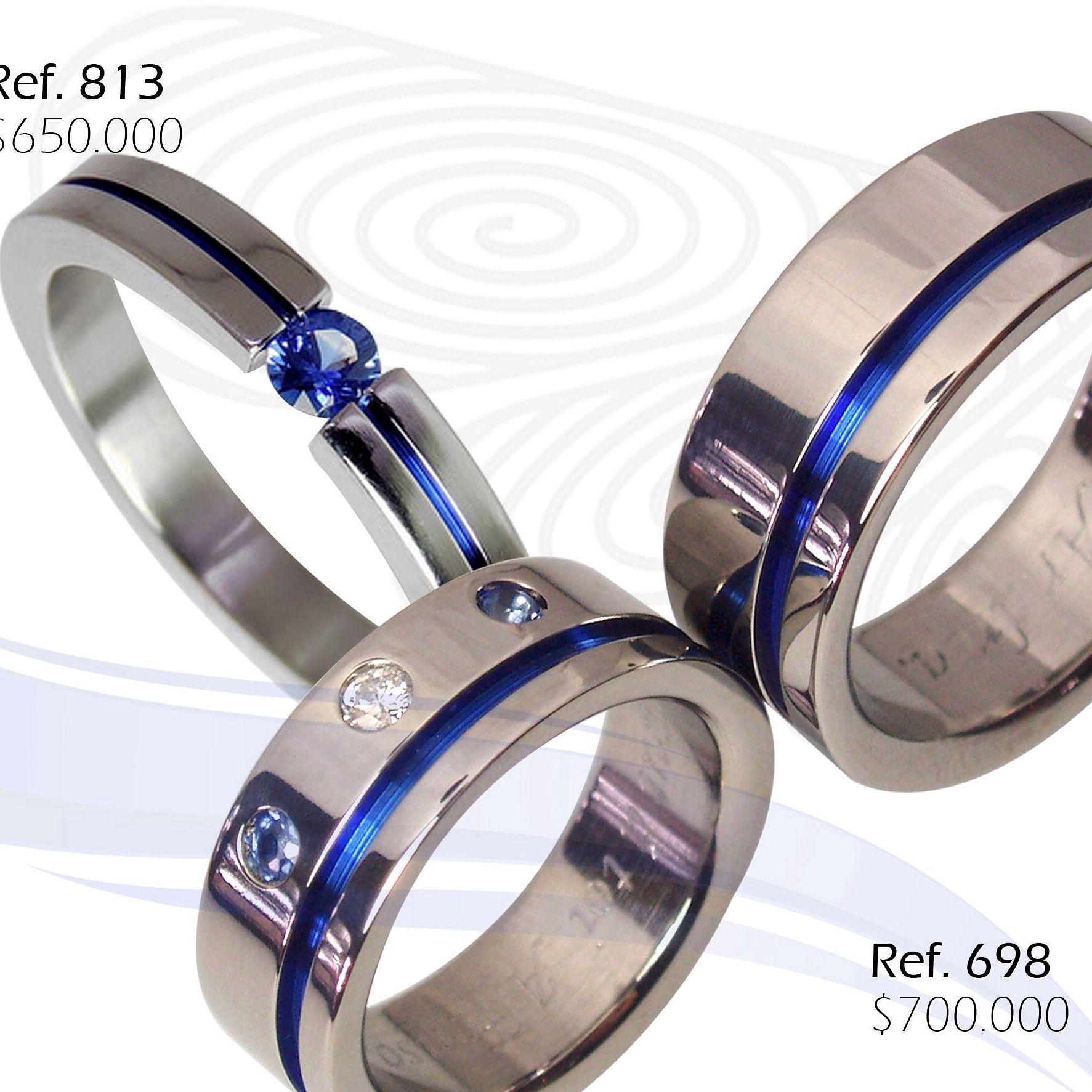 7c2231b63089 Anillo De Compromiso En Titanio Con Zafiro Y Argollas De Matrimonio En  Titanio Con Diamante.