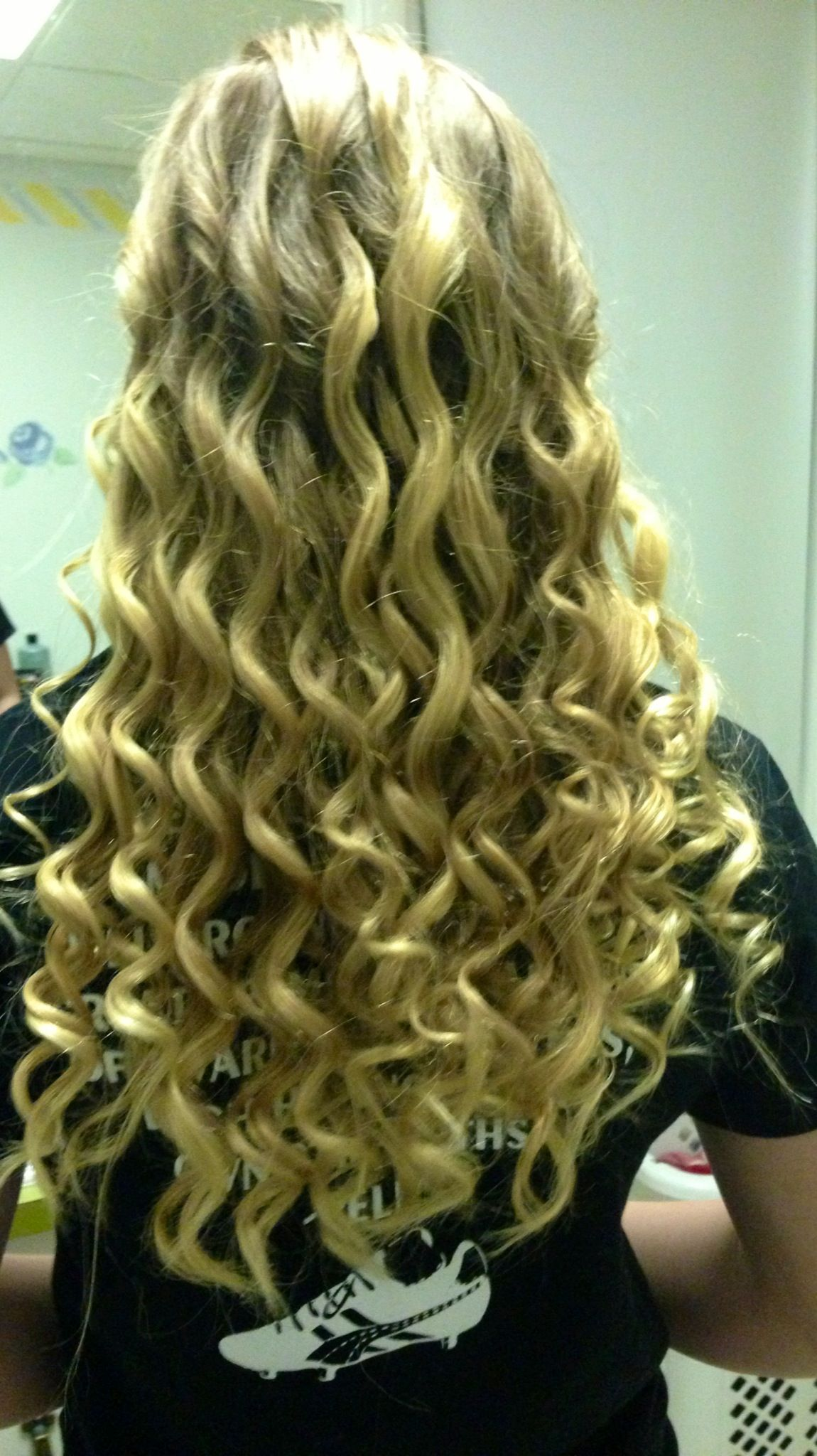 Just Wash Your Hair At Night And Then Dip In Fresh Pickle Juice Let Dry While Sleeping To Create Natural Curls That Are S Pretty Hairstyles Hair Natural Curls
