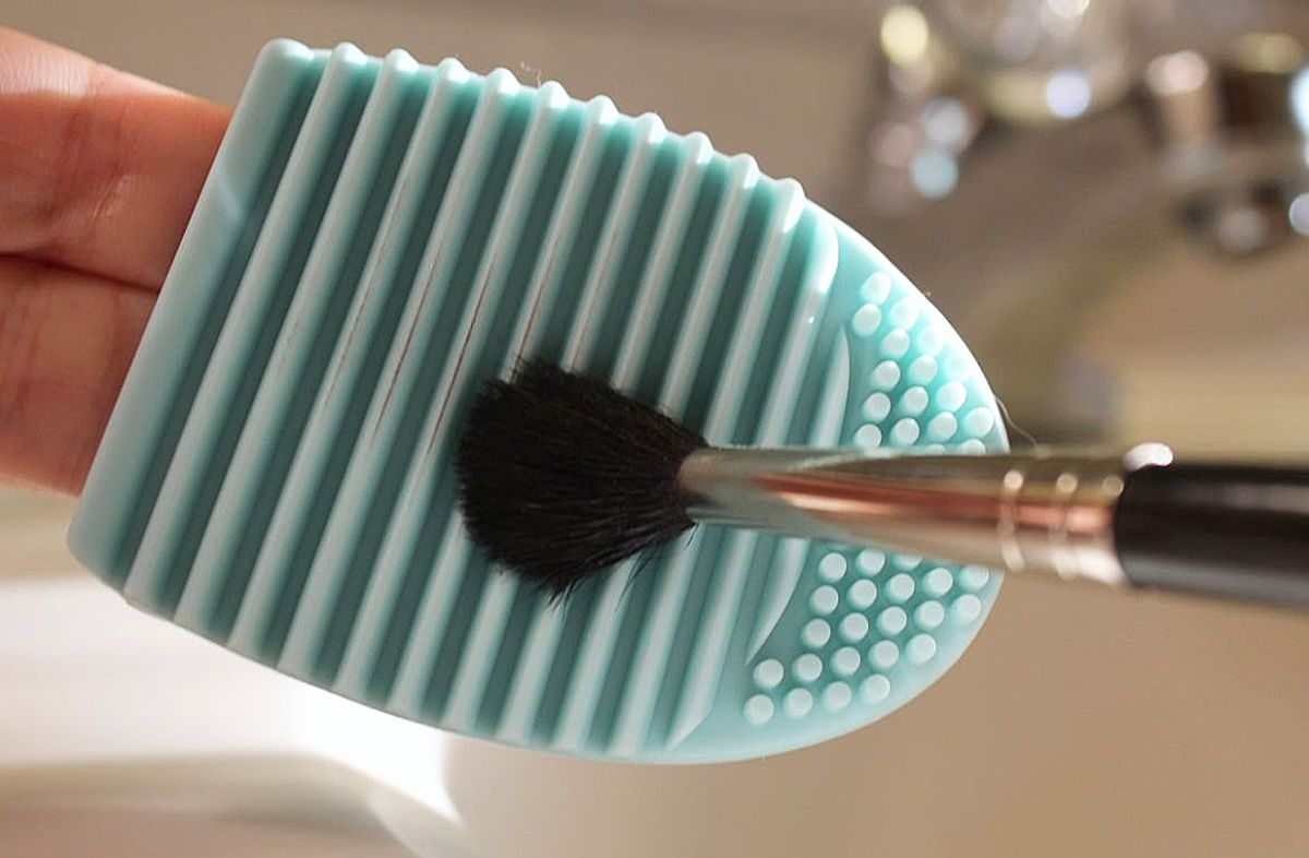 Brushegg makeup brush cleaning tool. How to use the BrushEgg: Step 1 - Wet makeup brush  Step 2 - Apply mild cleaning solvent like shampoo or liquid hand wash on the BrushEgg.  Step 3 - Twirl your makeup brushes around to lather them up on the smaller knobs.  Step 4 - Move the brushes from side to side over the groves to get rid of stubborn dirt.  Step 5 - Rinse with clean water and let your brushes dry on a flat surface.