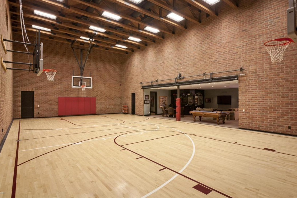 10 000 Square Foot Spanish Style Stucco Mansion In Scottsdale Az Homes Of The Rich Home Basketball Court Indoor Basketball Court Basketball Room