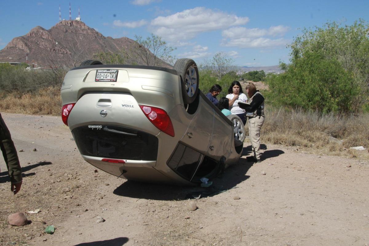 Resulta ilesa mujer después de volcar en su vehículo sobre la avenida Palestina   El Puntero