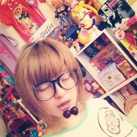 Kyary in her room eating american cherries