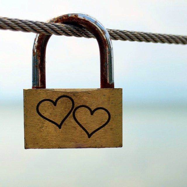 """""""Broken hearts heal. Guarded hearts turn to stone""""... 5 great reasons why you should celebrate love on Valentine's Day   """"Los corazones rotos sanan. Los que se cuidan se convierten en piedra""""... Les dejamos 5 razones para sí celebrar San Valentín"""