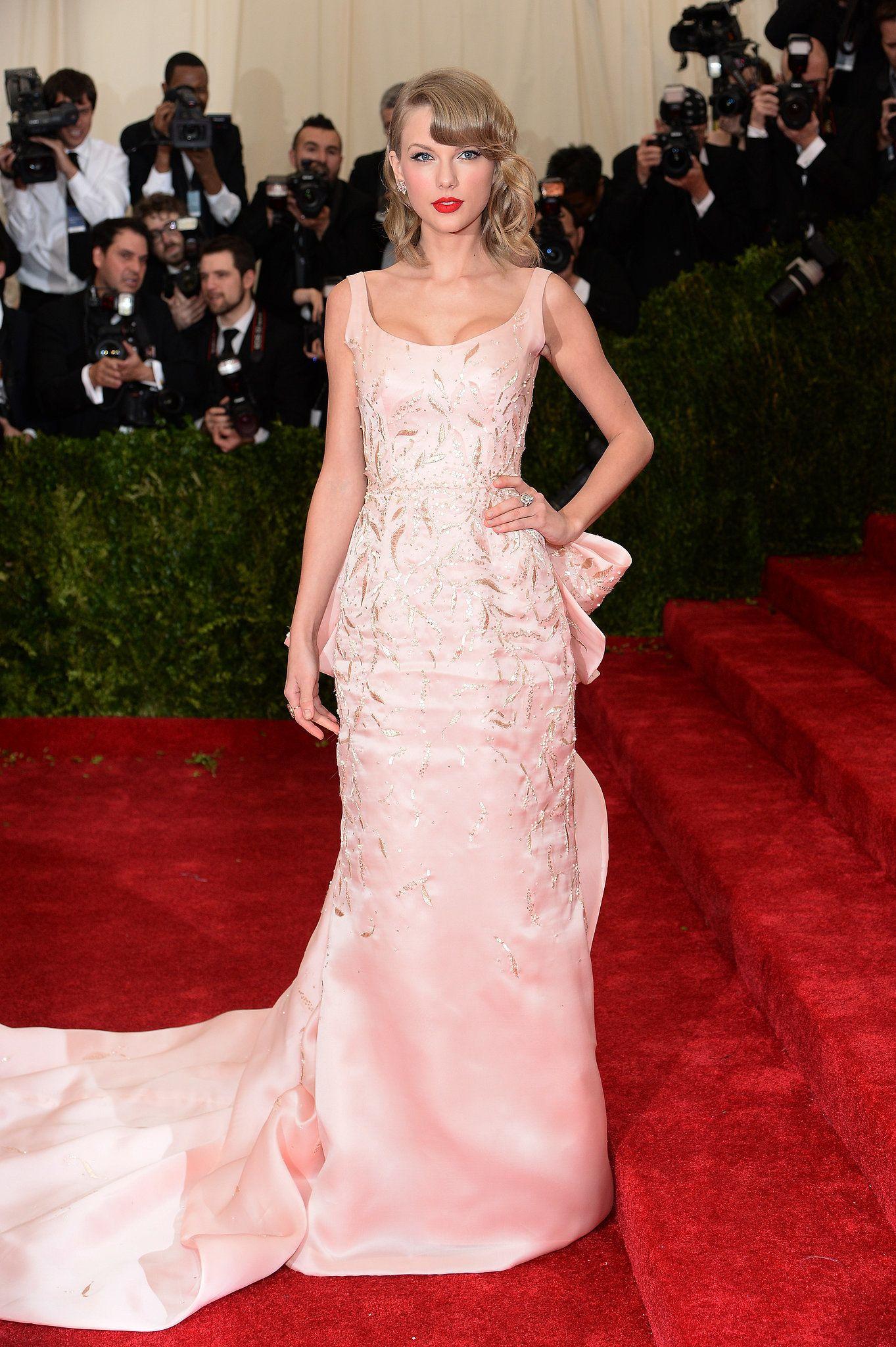 Taylor Swift in Oscar de la Renta | Taylor swift, Oscar de la Renta ...