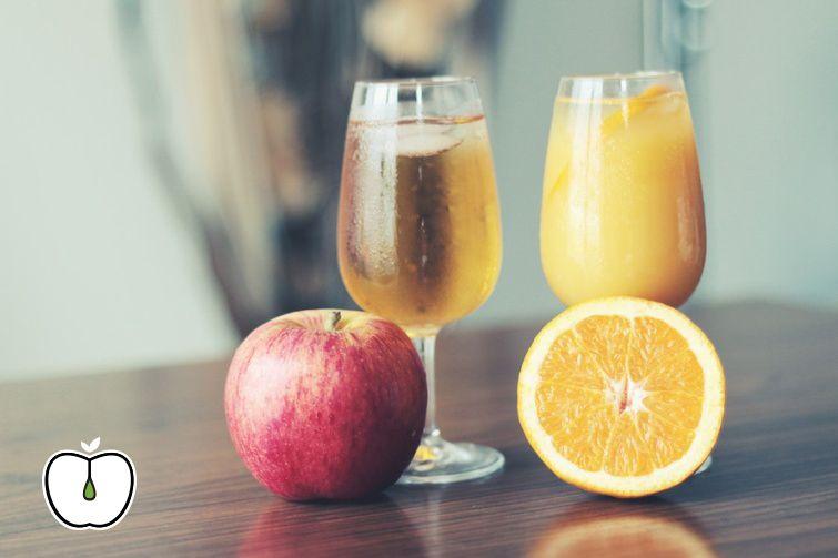 Los zumos de manzana y naranja van muy bien para empezar la semana. Elige la fruta que quieras y nosotros te la cortamos al instante. #zumosnaturales #fruta