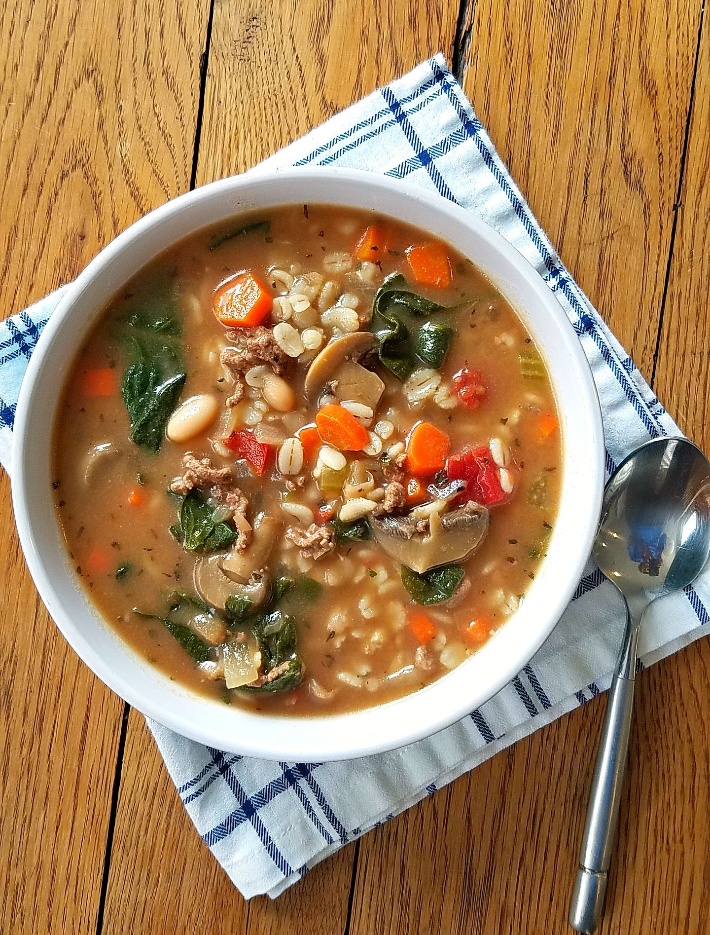 Beef Barley Vegetable Soup = bowl full of health-boosting benefits. Family-friendly.