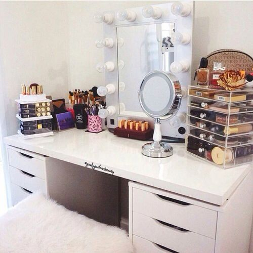 #vanitytable #makeup #makeuporganiser #fashion #organisation #white