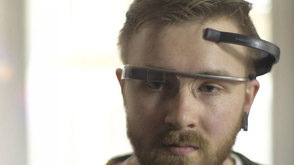 Ahora ya es posible controlar Google Glass con lamente