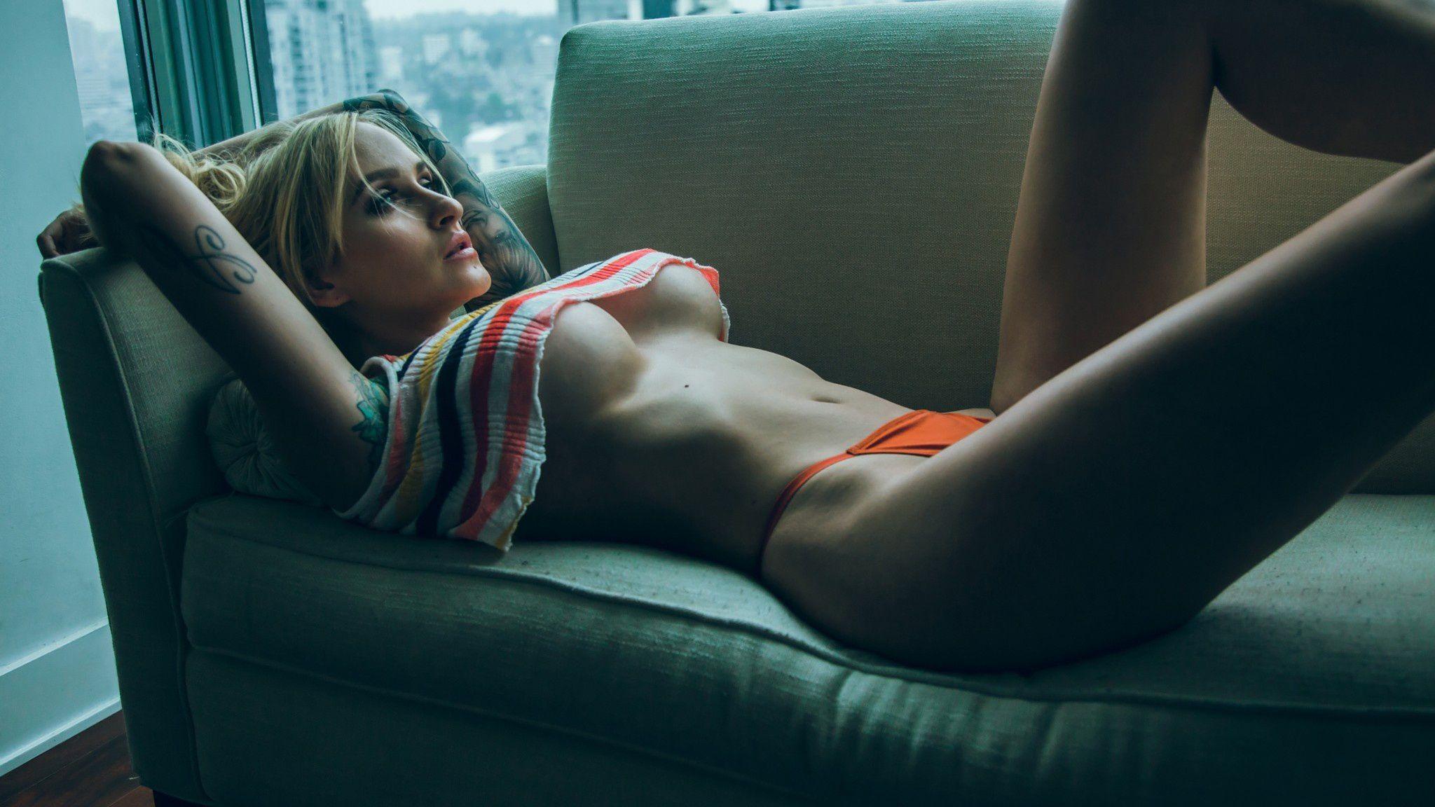 потому, что фото трусиков на диване вполне