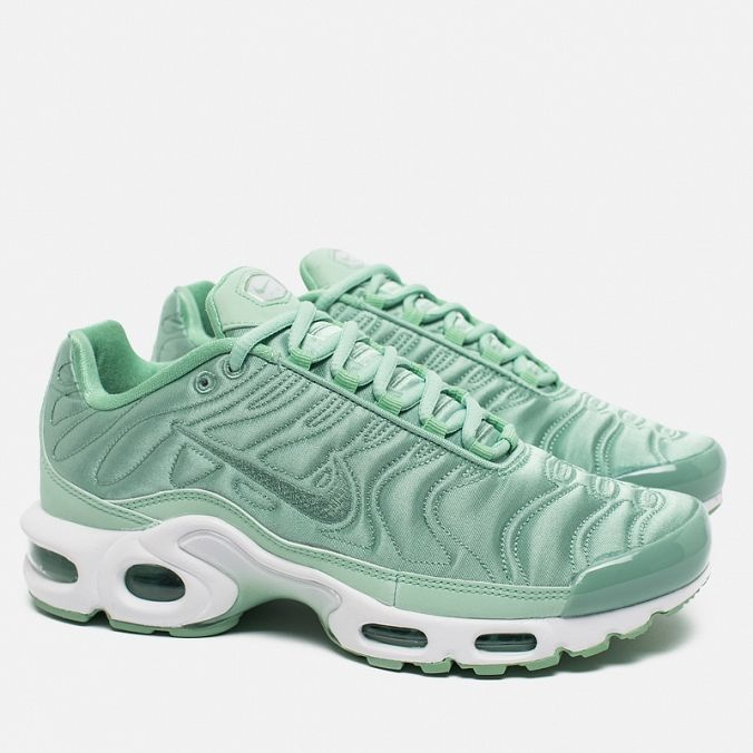 low priced bee57 526da Женские кроссовки Nike Air Max Plus SE NT Satin Pack Enamel GreenWhite .