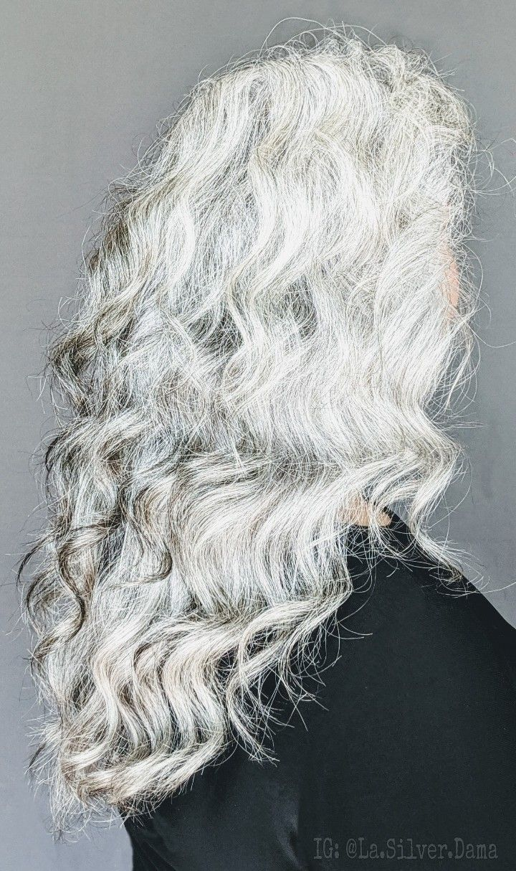 #proage #agepositive #naturalsilverhair #naturalgrayhair #platinumhair #longwhitehair #grombre #natural #bellamireyazorra #beautyhasnoage #classicmodel #diversity #smile #hair #silversistersinternational #losangelesmodels #lamodels #greychella #picoftheday #instagood #photooftheday #instagram