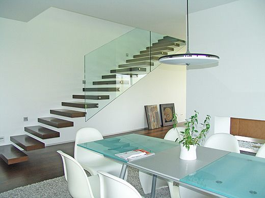 Freitragende Treppe Stufen schwebende Treppe eingeschlagene Treppe - holz treppe design atmos studio