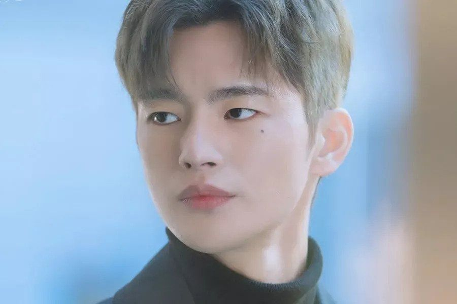 """Seo In Guk Carries About A Mysterious Aura In Upcoming Drama """"Doom At Your Service"""""""