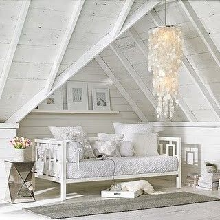 ..paint my wicker daybed white for spare-bedroom.