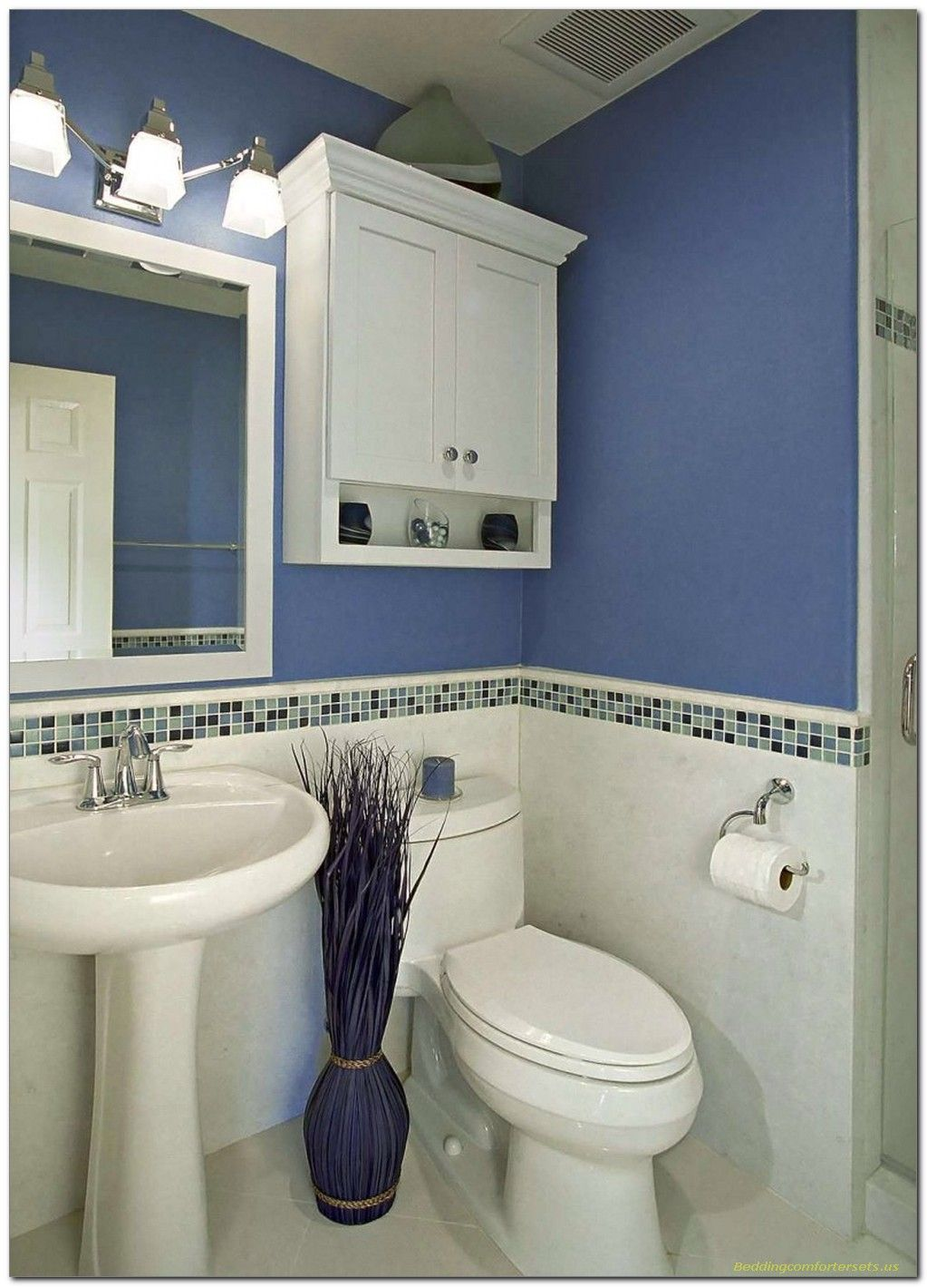 Simple Blue And White Bathroom Decor For Small Space 41 Bathroom Design Small Blue Bathroom Tile Small Bathroom Makeover