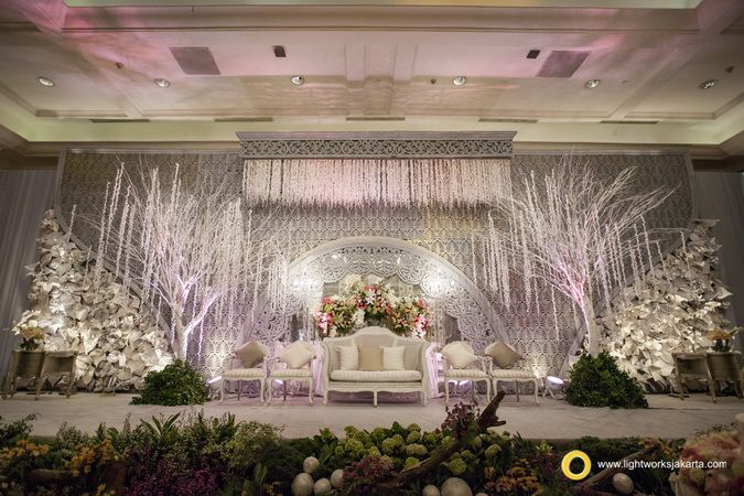 Hue decoration and lightworks for raymond and karinas wedding hue decoration and lightworks for raymond and karinas wedding reception at jw marriot jakarta junglespirit Image collections