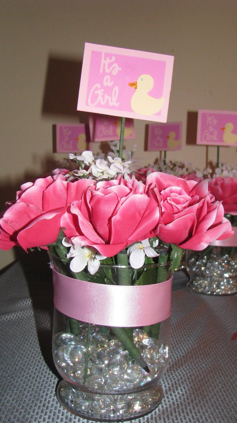 Baby shower centerpieces use pens for games then take