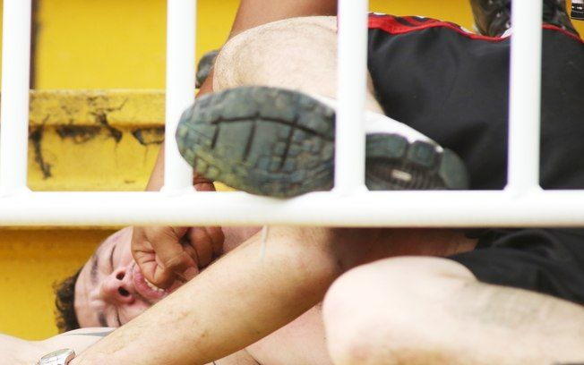 SAD Briga entre torcedores no jogo Atlético-PR x Vasco