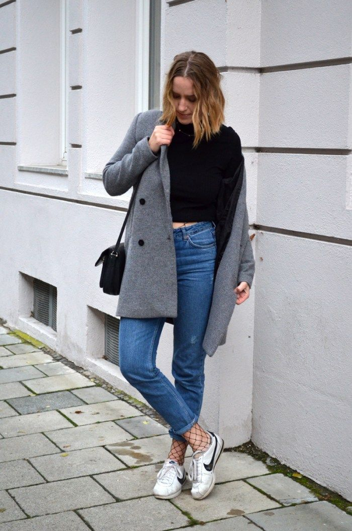 Brushmeetspaper Outfit Netzstrumpfhose grobmaschig Mon Jeans Nike Cortez  Sneaker Cropped Rollkragenpullver Blogger München