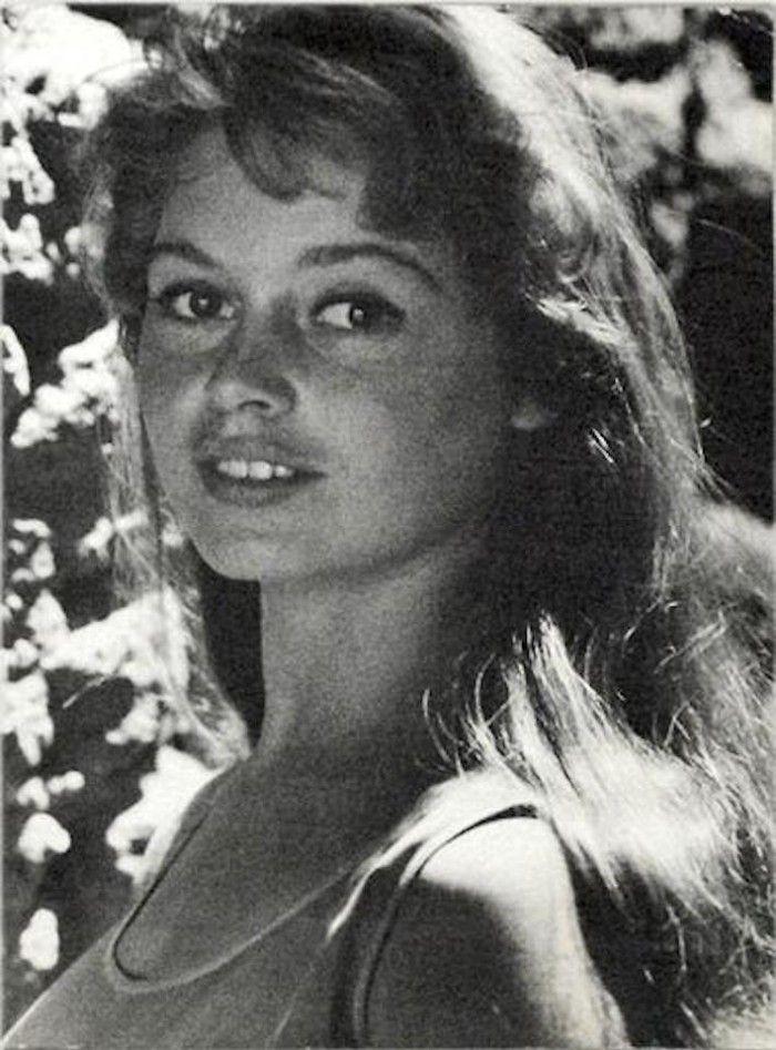 6-GENE-EAST-Brigitte-Bardot-Portrait-1950s-700x947.jpg (700×947)