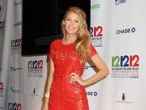 Blake lively en robe rouge