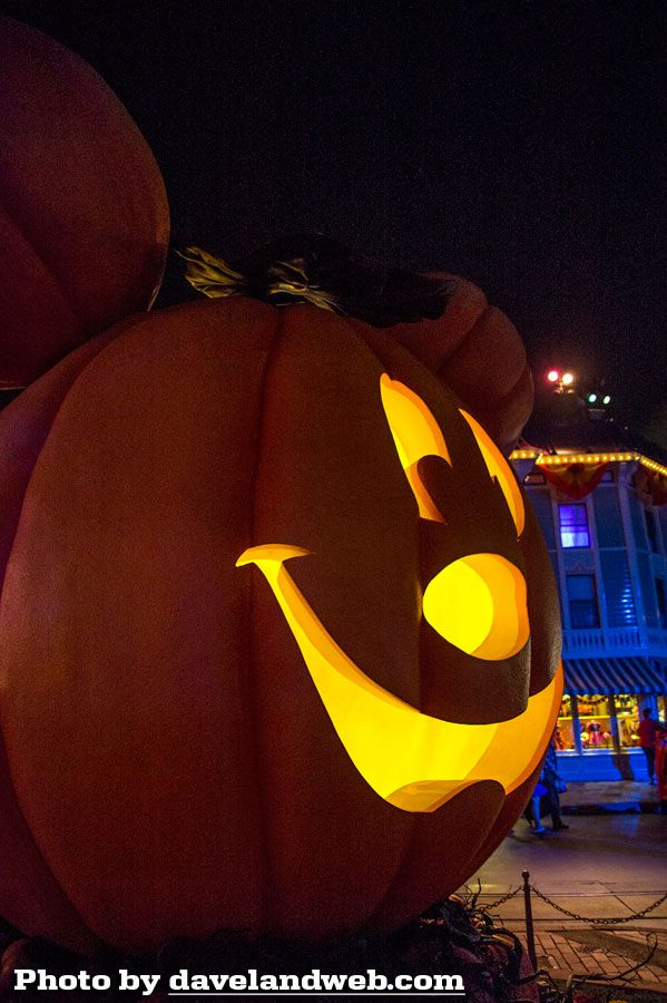 Daveland Disneyland and California Adventure Halloween Photo Page