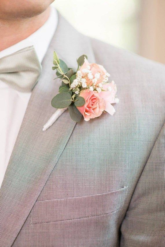 Boutonniere zarte Blüten in rosa Anstecker Bräutigam Hochzeit Hochzeitsgäste Blumen Anstecker #corsages