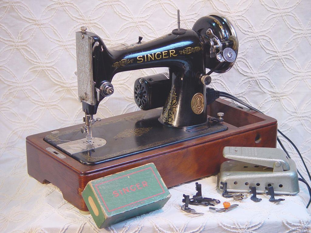 Fabulous 1930s singer model 99 sewing machine sewing for Modelli macchine singer