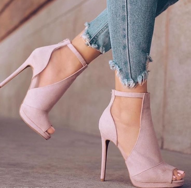 I love the light pink open toed look! Very chic!  pink  shoes  heels   opentoed 1b190bba5459