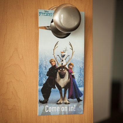 Your kid will love this too-cool door decoration featuring their favorite characters from Frozen.
