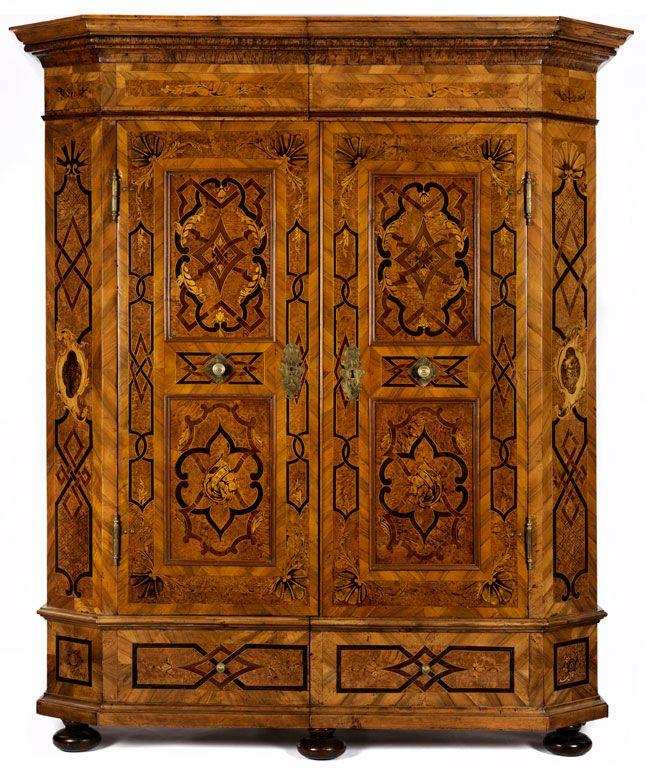 Prächtiger Barock-Schrank mit Bandelwerkdekor, 18 Jahrhundert - barock mobel prachtvoll