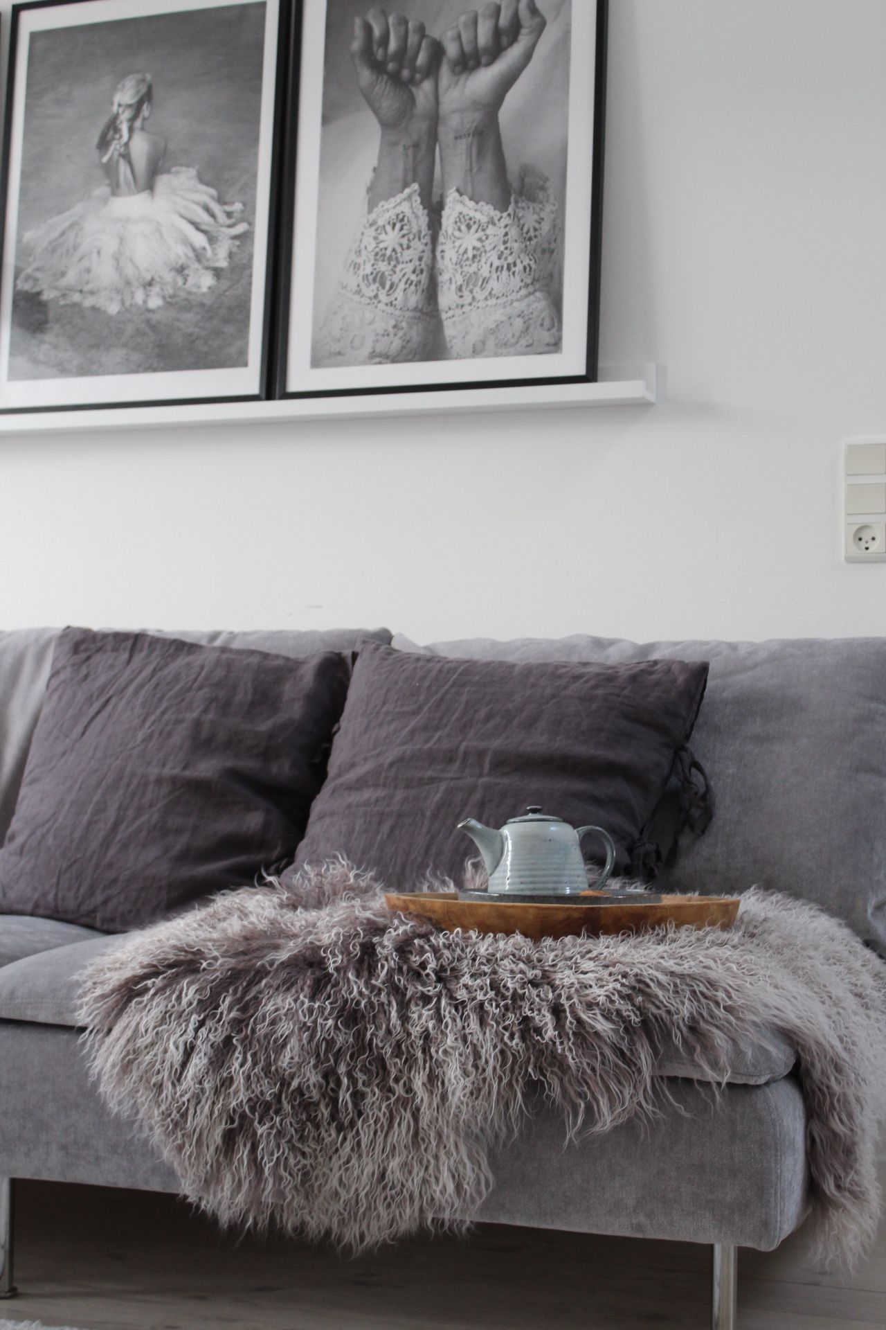 Cool Scandinavian Inspired Living Room With A Grey Velvet Sofa Black And White Photo Art Ben Velvet Couch Living Room Living Room Scandinavian Sofa Styling