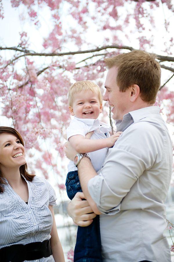 Cherry blossoms on the tidal basin washington dc family photographer