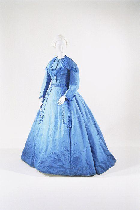 Day dress ca. 1865  From the Bunka Gakuen Costume Museum #dressesfromthesouthernbelleera