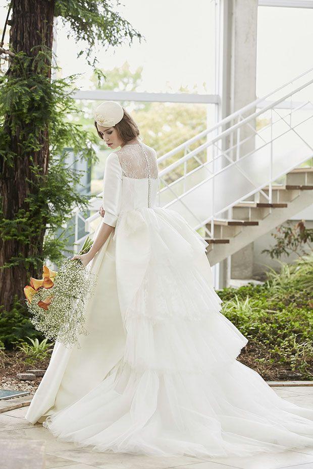 8163a7b6a1324 ウェディングドレスNo. DBW-047  –クラッシーなミカドサテンのロングスリーブドレス。フロントのシンプリティさとバックスタイルのレーシーな印象で個性を楽しんで。