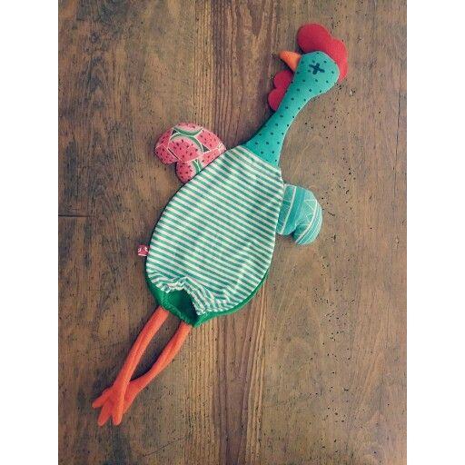 Etelvina: the hen carries plastic bags!