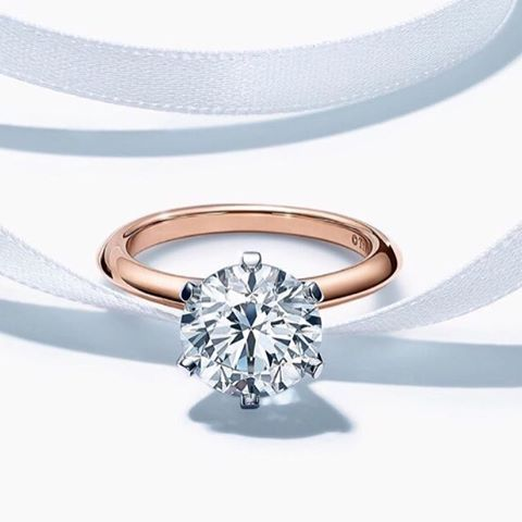 Slow applause for Tiffany & Co. for continuing to take our breath away with their stunning designs.  Lovinnggggg the rose gold setting! . . . .  #Repost #engagementring #weddingring  #simplyorganizedweddingstt #simplyorganizedweddings #trinidadweddingplanner #trinidadweddings #weddingplanner #weddingplanning #eventplanner #weddinginspiration #weddinginspo #weddingidea #weddingsdetails #newlyengaged2017 #engaged #gettingmarried #weddingdetails  #TiffanyandCo #tiffanyengagementrings  Sent via…