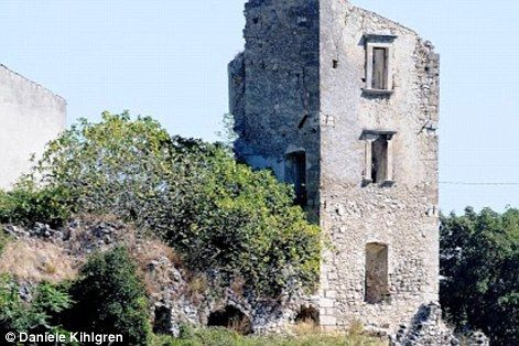 The abandoned beauty of Italy's 20,000 ghost towns | Daily Mail Online