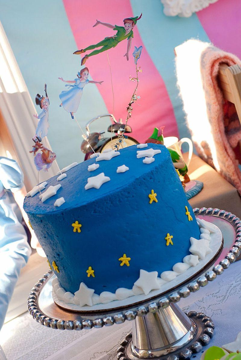 Kinder-Tortendeko blaue Torte mit weißen Sternen