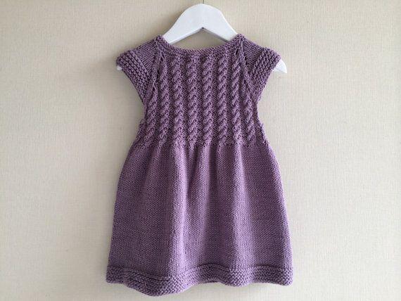 Schönes Mädchen Kleid. Hand gestrickt. 100 % Baumwolle. Sehr