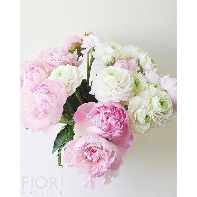 Lodovico Tony Castagner On Instagram Peony Vs Ranunculus Dilemma Floralfridays Fre Summer Flower Arrangements Send Flowers Online Online Flower Delivery