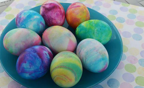 Sarah Barrand: A Thrifty Mom blog. - New way to marmorize easter eggs