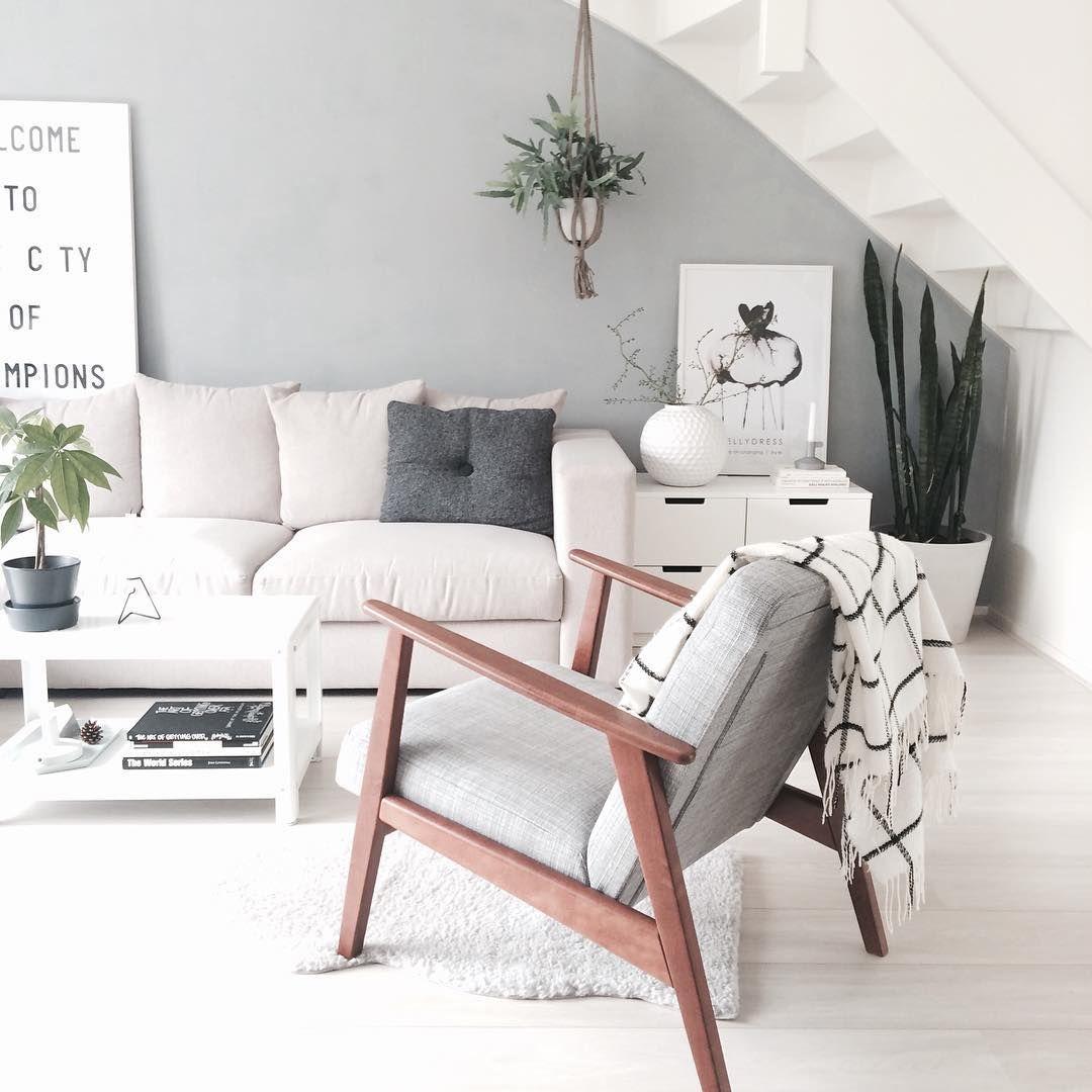 Scandinavian Living Room: Poltrona. Parede Cinza In 2019