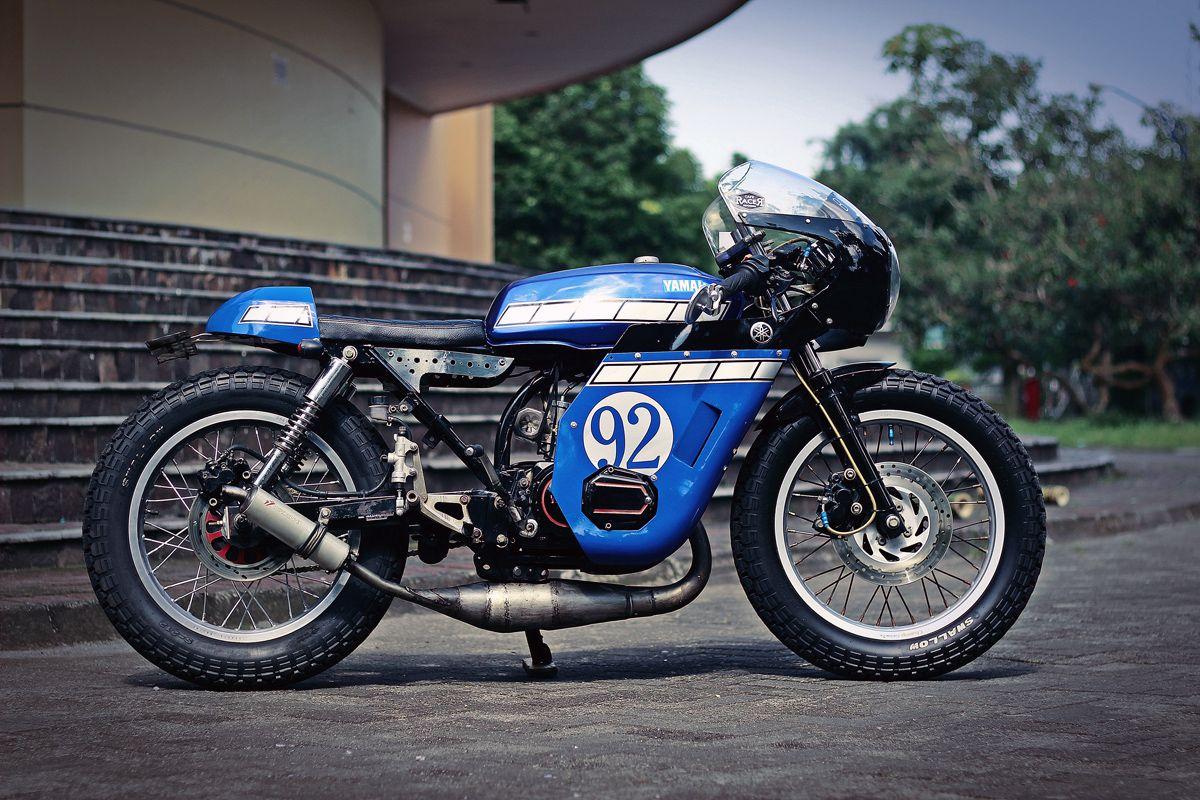 Return of the Cafe Racers: Honda CB125S Big Blue Cafe