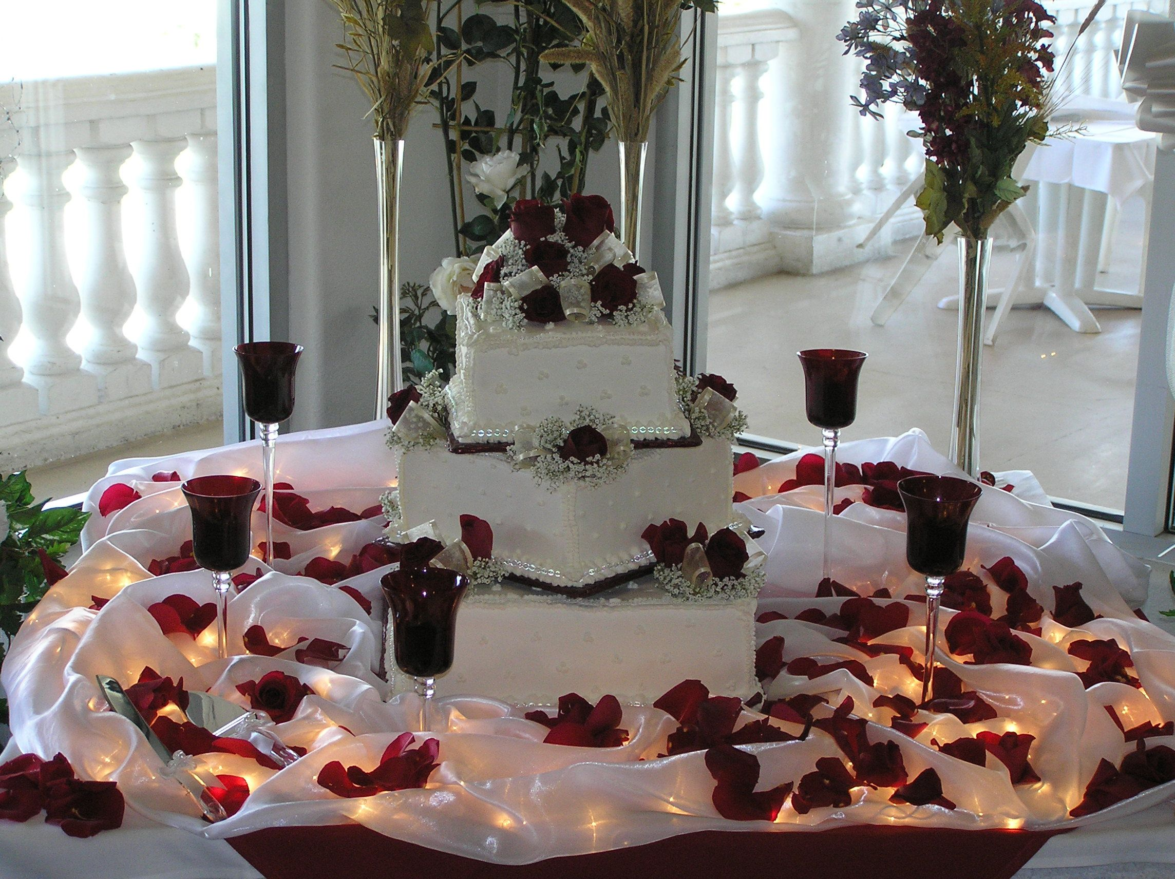 I like the roses and lighting around the cake but prefer a cute and simple cake table lamps ideas burgundy rose wedding cake table lamps ideas geotapseo Gallery